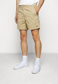 Polo Ralph Lauren - CFPREPSTERS FLAT - Shorts - luxury tan - 0