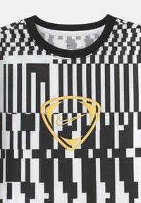Nike Performance - DRY UNISEX - Print T-shirt - white/black/saturn gold - 2