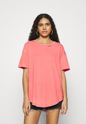 DISTRESSED BASIC TEE - Basic T-shirt - strawberry lemonade
