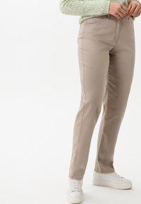 BRAX - STYLE CORRY - Straight leg jeans - light taupe - 2