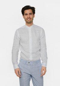 WE Fashion - WE FASHION HERREN-SLIM-FIT-HEMD AUS LEINEN - Camicia - white/blue - 0