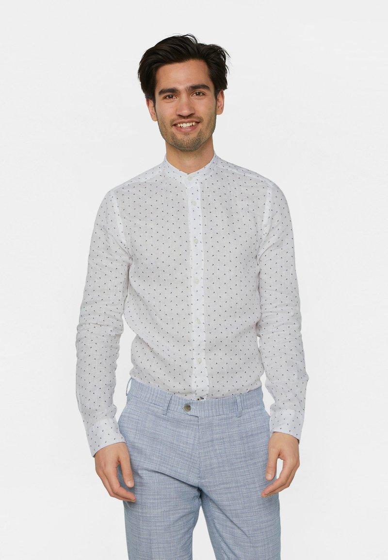 WE Fashion - WE FASHION HERREN-SLIM-FIT-HEMD AUS LEINEN - Camicia - white/blue