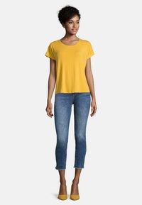 Cartoon - Basic T-shirt - golden rod - 1
