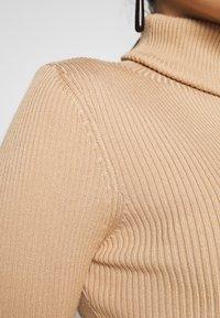 Missguided Petite - ROLL NECK MIDI DRESS - Vestido de tubo - camel - 4