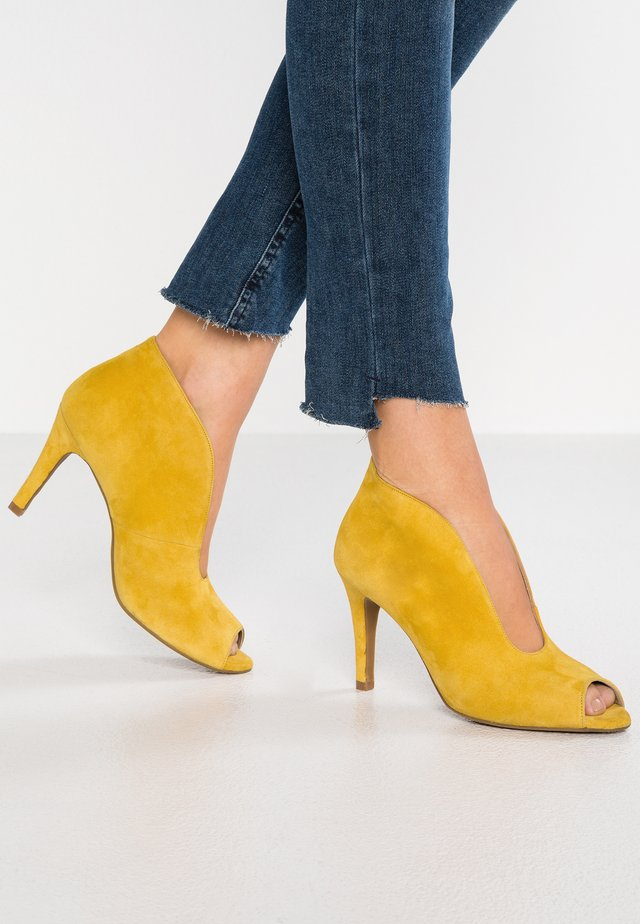 High heeled ankle boots - maya