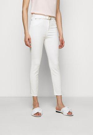 SUSAN BULL COMFORT - Jeans Skinny - white denim