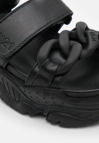 N°21 - BILLY  - Sandály na platformě - black - 6
