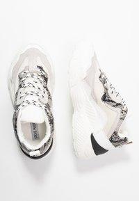 Steve Madden - ANTONIA - Sneakers - white/multicolor - 3