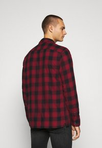 Abercrombie & Fitch - DRAPEY  - Skjorta - red ombre - 2