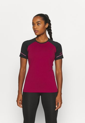 ALPINE PRO TEE - T-shirts med print - black out/beet red