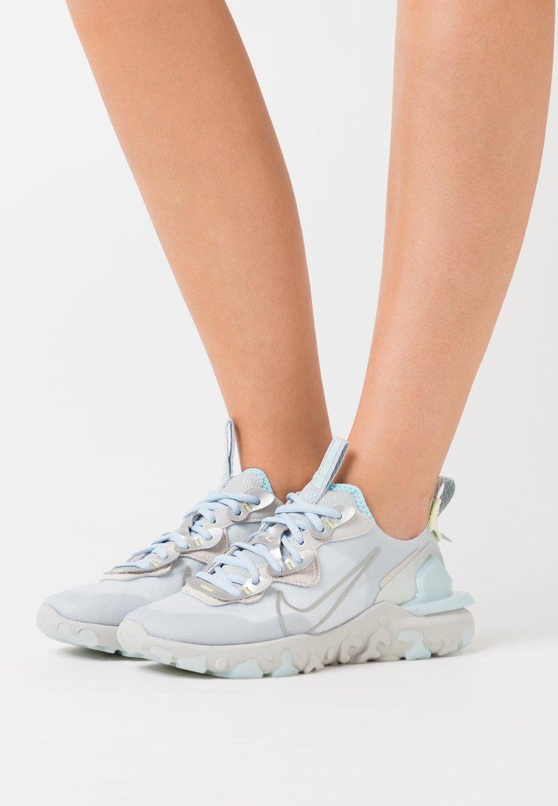 Nike Sportswear - REACT V2 - Zapatillas - celestine blue/metallic platinum/light silver/light bone/celestine blue/life lime