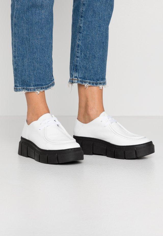 Derbies - white