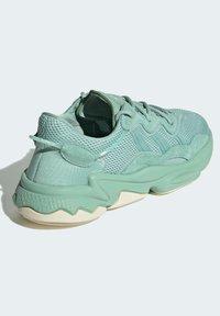 adidas Originals - OZWEEGO - Trainers - green - 2