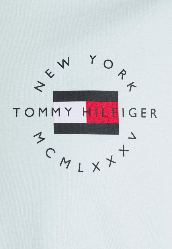 Tommy Hilfiger CIRCLE CHEST CORP TEE - T-shirt basic - oxygen/jasnoniebieski Odzież Męska WOGJ