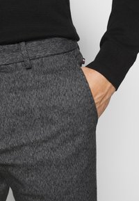 Tommy Hilfiger - BLEECKER  LOOK - Chinos - black - 3