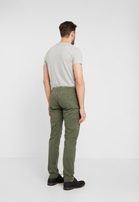 TOM TAILOR - Chinos - dark thyme green - 2