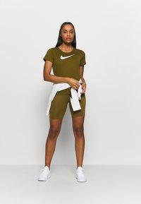 Nike Performance - RUN - Print T-shirt - olive flak/reflective silv/white - 1