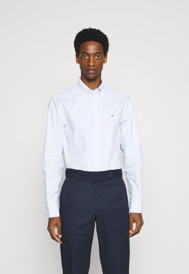POPLIN WIDE STRIPE REGULAR FIT - Shirt - light blue/white