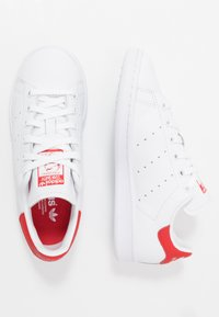 adidas Originals - STAN SMITH - Sneaker low - footwear white/lush red - 1