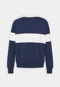 Nike Sportswear - REISSUE FAIRLEAD CREW - Sweatshirt - midnight navy/sail - 6