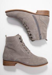 mint&berry wide fit - Šněrovací kotníkové boty - grey - 3