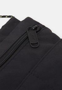 Reebok Classic - RETREAT CITY BAG UNISEX - Across body bag - black - 3