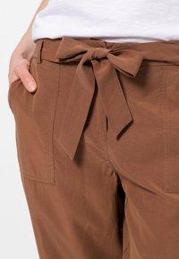 zero - Trousers - almond - 3