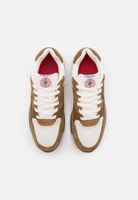 Polo Ralph Lauren - TRCKSTR PONY UNISEX - Sneakersy niskie - tan/creme/navy - 3