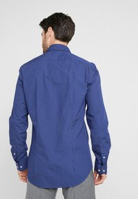 Tommy Hilfiger Tailored - WASHED PRINT CLASSIC SLIM SHIRT - Formal shirt - blue - 2