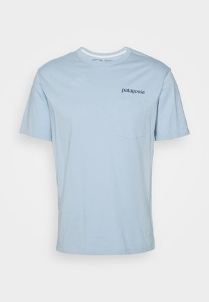 ROAD TO REGENERATIVE POCKET TEE - T-shirt z nadrukiem - big sky blue