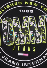 Tommy Jeans - SLIM FLORAL TEE - T-shirt con stampa - black - 6