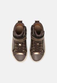 Geox - KALISPERA GIRL - Sneakers hoog - dark beige - 3