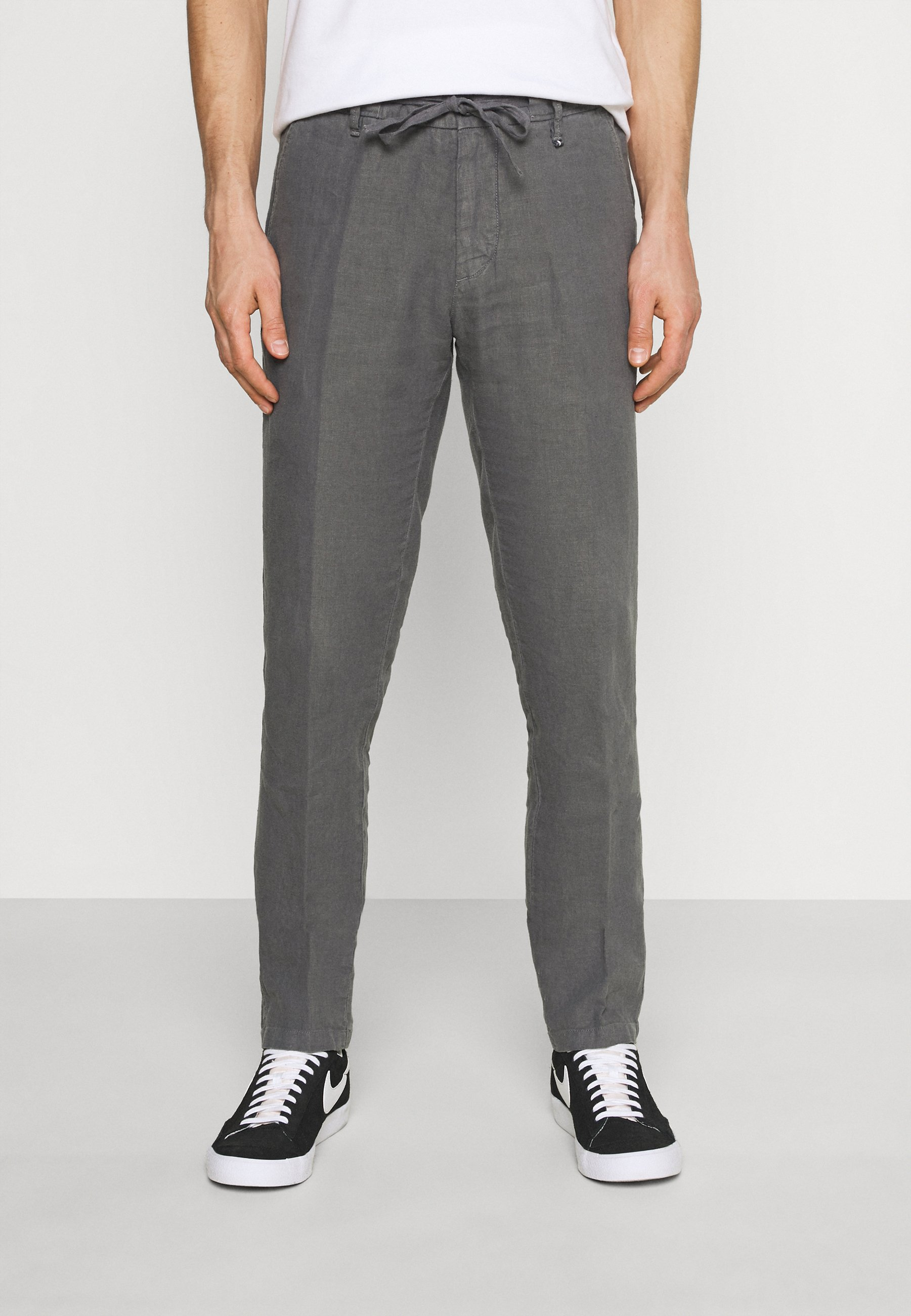 Uomo TAPERED FIT PATCHED - Pantaloni
