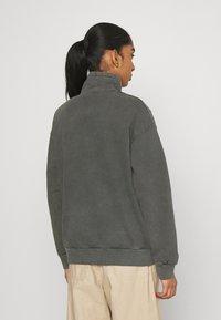 Carhartt WIP - MOSBY SCRIPT HIGHNECK - Sweatshirt - black - 2