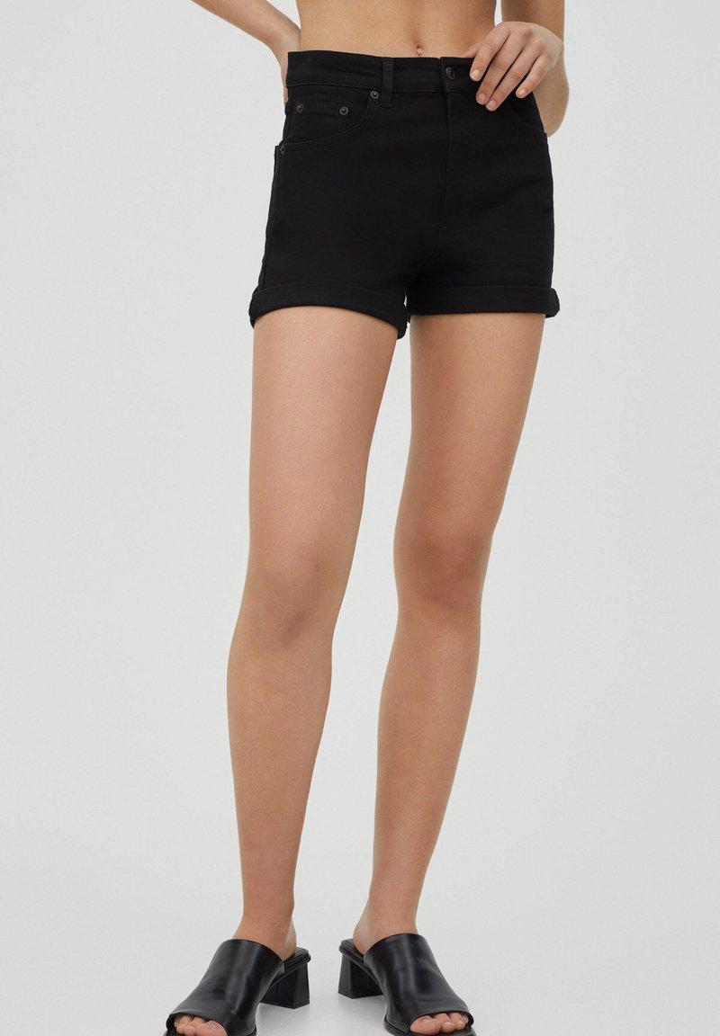 PULL&BEAR - Szorty jeansowe - black