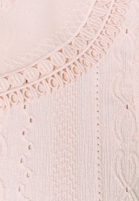 Forever New Curve - MYLA COLLARED BRODERIE - Print T-shirt - blush - 2
