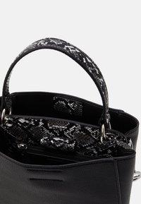 L. CREDI - FABIANA - Handbag - schwarz - 2