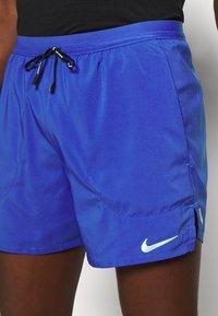 Nike Performance - STRIDE  - Sportovní kraťasy - astronomy blue/silver - 5