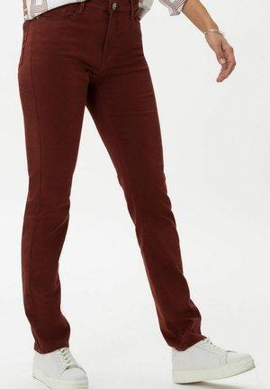STYLE CAROLA - Straight leg jeans - rosewood