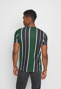 Brave Soul - ROCKY - Print T-shirt - bottle green/white/black - 2