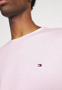 Tommy Hilfiger - STRETCH SLIM FIT TEE - T-paita - light pink - 5
