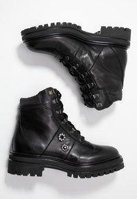UMA PARKER - Lace-up ankle boots - foulard nero - 3