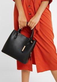 Anna Field - Håndtasker - black - 1