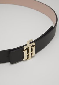 Tommy Hilfiger - REVERSIBLE LOGO BELT  - Belt - black - 3