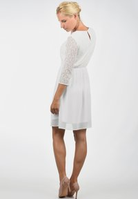 Vero Moda - SPITZENKLEID EVE - Cocktail dress / Party dress - snow white - 2