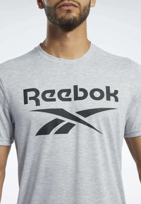 Reebok - SPEEDWICK SPORT SHORT SLEEVE GRAPHIC TEE - Camiseta estampada - grey - 3