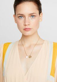 Orelia - Necklace - gold-coloured - 1