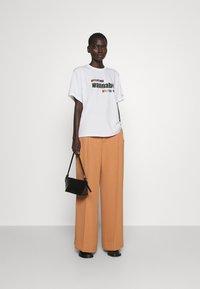 Victoria Victoria Beckham - PROUD & WANNABE YOUR LOVER - Print T-shirt - white - 1