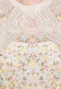 Needle & Thread - REVERIE ROSE MINI DRESS - Koktejlové šaty/ šaty na párty - champagne - 6