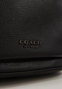 Coach - METROPOLITAN SOFT BACKPACK CEW - Batoh - black - 4